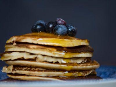 Recept: Zondagse Pannenkoekjes met Blauwe Bessen